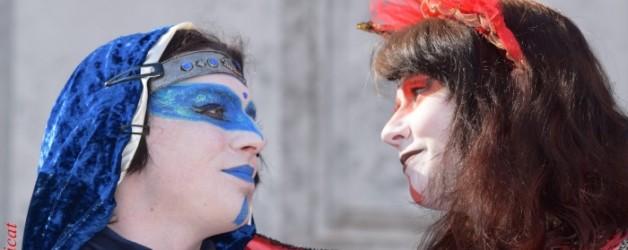 une troupe de théâtre au carnaval de venise,