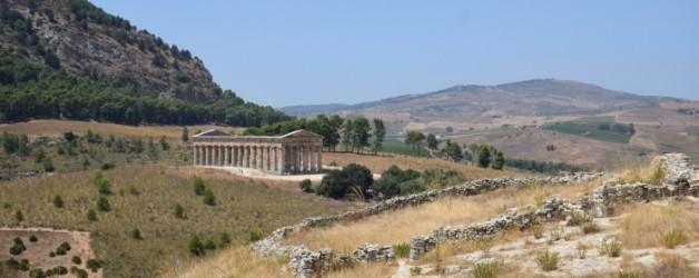 la descente du mont Barbaro vers le temple de Segeste,