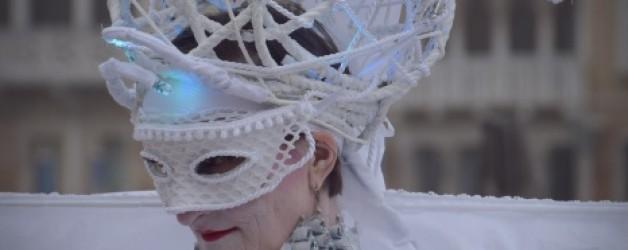 blanc pour une apparition surprenante  à Venise