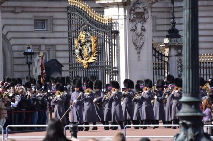 relève des gardes buckingham palace