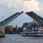 l'ouverture du Tower Bridge,
