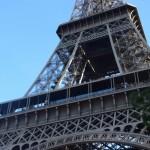 sous les toits de Paris s'envole une chanson d'amour…