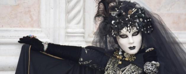 comme une princesse vénitienne sortie d'un film en noir et blanc #2,