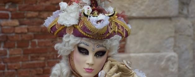 une jolie apparition dans Venise